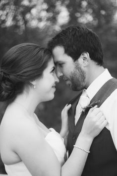 cute pose idea. romantic bride and groom. wedding photography