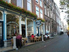Voor heerlijke broodjes en om gezellig te zitten is het stadskoffiehuis in Delft een aanrader!