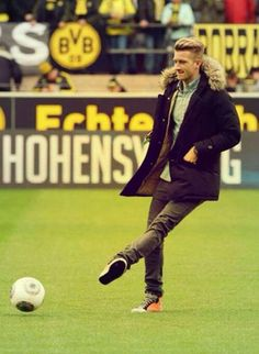 "Marco Reus- ""I'm gonna pop some goals, got plenty talent in my pocket, I'm running, checking for the keeper- I am freaking awesome."" <-copyright of @nicolaelizzy"