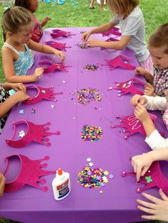 Disney Brave Birthday Party Ideas {from Jess and Monica at E .- Disney Brave Birthday Party Ideas {from Jess and Monica at East Coast Creative} Princess Birthday Table Deco Idea *** princess party table deco - Princesse Party, Fete Emma, Disney Princess Birthday Party, Princess Birthday Party Decorations, Princess Birthday Party Games, Barbie Birthday Party Games, Princess Party Activities, Disney Princess Crafts, Frozen Party Games