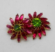 Vintage Delizza & Elster Pink Flower Rhinestone Brooch, Good vintage condition, see pics for detailed condition and see last picture for brooch dimensions. Vintage Rhinestone, Vintage Brooches, Vintage Silver, Vintage Costume Jewelry, Vintage Costumes, Vintage Jewelry, Star Darlings, Cute Frogs, Cat Silhouette