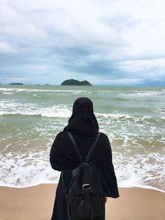 Hijab Niqab, Muslim Hijab, Mode Hijab, Arab Girls Hijab, Muslim Girls, Beautiful Muslim Women, Beautiful Hijab, Hijabi Girl, Girl Hijab