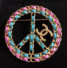 0108ff871c7 CHANEL CC Leather Intertwined Gold Metal Brooch Peace Sign 2018 NIB