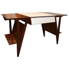 Louis Paolozz, desk