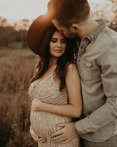 Couple Maternity Photos - Couple Maternity Photos Outdoor couples session and maternity shoot Couple Maternity Poses, Couple Pregnancy Photoshoot, Outdoor Maternity Photos, Maternity Photography Outdoors, Maternity Portraits, Maternity Shoots, Photography Ideas, Couples Maternity Photography, Couple Pregnancy Pictures