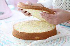 Возьмите эти бисквиты за основу ваших тортов и получите широкое поле для экспериментов. Чтобы ваше бисквиты получились нежными и сочными, и при этом не крошились, заверните их в пищевую пленку сразу после выпечки и отправьте на холод на ночь. Все эти рецепты бисквитов рассчитаны на форму диаметром 18-20 см. Для выпечки подойдут любые формы - силиконовые, металлические кольца, формы с покрытием. Рекомендуем вам перед выпечкой одеть формы (кроме силиконовых) во французскую рубашку. Для этого…