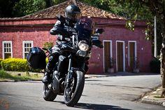 Uma moto por dia: Dia 76 – Kawasaki Versys 650 Tourer | Osvaldo Furiatto Fotografia e Design Kawasaki Versys 650, Custom Bikes, E Design, Travel Bags, Trailers, Dream Catcher, Motorcycles, Wheels, Sweet