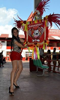 Jovem alterou rotina de vestibulanda para representar bumbá (Foto: Marina Souza/G1 AM)