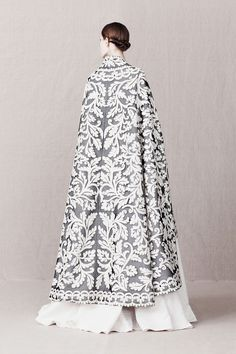 flatbear:  pivoslyakova:  Alexander McQueen   Pre-Fall 2013    I can't get over the aesthetic in the new collection. It's fucking stunning.