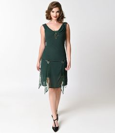 Go totally Gatsby, darling! With this emerald green Hemingway flapper dress, you can achieve that perfect 1920s look without all of the effort.…