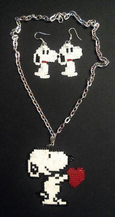 #Bisutería de #Snoopy: #colgante y #pendientes de #hamabeads mini  #HOWTO #DIY #artesanía #manualidades Bisutería de snoopy: colgante y pendientes de hamabeads mini