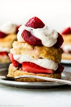 Homemade Strawberry Shortcake How to make strawberry shortcake at home! Sweet easy biscuits and whipped cream from scratch! Recipe on How to make strawberry shortcake at home! Sweet easy biscuits and whipped cream from scratch! Köstliche Desserts, Delicious Desserts, Dessert Recipes, Homemade Strawberry Shortcake, Strawberry Sauce, Strawberry Ideas, Shortcake Biscuits, Homemade Biscuits, Easy Biscuits