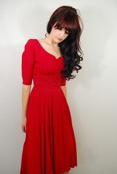 Like the red dress and her hair, makes me want to cut my bangs again.....hummmm
