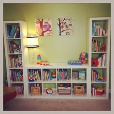 An IKEA Kallax closet (Expedit) is ideal in a children& room . here are 9 ideas IKEA Kallax kids hacks! Playroom Shelves, Playroom Organization, Playroom Ideas, Organization Ideas, Book Shelves, Ikea Shelves, Ikea Playroom, Basement Shelving, Cube Shelves