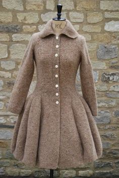 Long Knit Crochet Victorian Coat Retro W - Diy Crafts Coat Patterns, Knitting Patterns, Knitting Tutorials, Victorian Coat, Victorian Women, Knitted Coat, Pulls, I Dress, Coat Dress