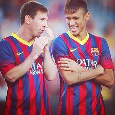 Lionel Messi and his team-mate Neymar of FC Barcelona joke during the FC Barcelona offcial presentation prior to a friendly match between FC Barcelona and Santos at Nou Camp on August 2013 in Barcelona, Spain. Lionel Messi, Real Madrid, Fc Barcelona, Psg, Messi Y Neymar, Argentina Football Team, Club, Messi Photos, Soccer Boys