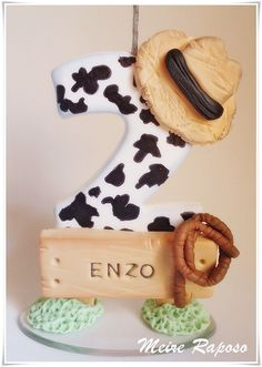 Vela Personalizada Fazendinha Farm Animal Party, Farm Party, Fondant Numbers, Chalkboard Cake, Festa Toy Story, Cake Decorating With Fondant, Rolling Fondant, Fondant Figures, Clay Figures