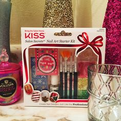 An amazing #nail set perfect for all of you looking to get started with nail #art. #notd #beauty #nails #makeup #kissnails #kissproducts #holidays #gift #nailart #nailstagram #naildesign #holiday #giftideas #nailpolish #nailsoftheday #nailporn #makeupjunkie #instanails #christmas #instabeauty #sunday