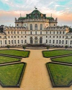Without any doubt the most beautiful hunting lodge : the palace of Stupinigi 🏛️🦌 Beautiful picture by . Monuments, Places Around The World, Around The Worlds, Beautiful World, Most Beautiful, Nature Aesthetic, Sims House, Beautiful Architecture, Reggio