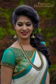 Rajan Wahi's media content and analytics Kerala Saree Blouse Designs, Set Saree, Indian Long Hair Braid, Designer Silk Sarees, Fancy Blouse Designs, Elegant Saree, Chiffon Saree, Beautiful Hijab, Beautiful Indian Actress