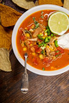 Delicious Chicken Tortilla Soup Recipe Best Soup Recipes, Chili Recipes, Cat Recipes, Vegan Recipes, Slow Cooker Soup, Slow Cooker Recipes, Chicken Tortilla Soup, Taco Soup, Chicken Soup