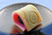 気品溢れる意匠のお菓子を・・・『菊・緑菴』【きょうの『和菓子の玉手箱』】|きょうの『和菓子の玉手箱』