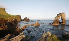 The natural arch of the Gaada Stack at Da Ristie, Foula