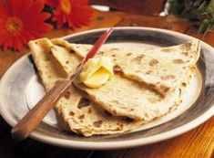 Lefse til jul og høytid Norwegian Christmas, Norwegian Food, Food And Drink, Sweets, Baking, Ethnic Recipes, Desserts, Breakfast Ideas, Traditional