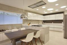 cozinha com ilha cores branco e cinza