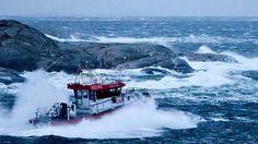 Redningsskøyte i hardt vêr. Search And Rescue, Norway, Boats, Train, Ships, Boat