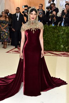 The first Monday in May annually brings together the great and the good from the realms of fashion and film for the Met Gala. See all of the Met Gala 2018 dresses and outfits straight from the red carpet, below. Gala Dresses, Red Carpet Dresses, Nice Dresses, Beautiful Dresses, Beautiful Life, Club Dresses, Elegant Dresses, Party Dresses, Celebrity Dresses
