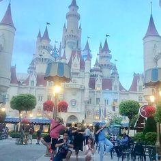 Singapore Theme Park - Universal Studios Universal Studios Singapore, Travel Goals, Barcelona Cathedral, Asian, Park, Asian Cat, Parks