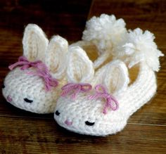 Crochet Diy Hoppy Baby Bunny House Slippers Classic and Year-Round Crochet pattern by Two Girls Patterns Crochet Diy, Bunny Crochet, Crochet Simple, Crochet Baby Booties, Easy Crochet Patterns, Crochet For Kids, Crochet Crafts, Baby Patterns, Crochet Projects