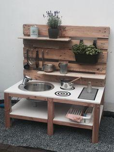 Outdoor mood kitchen - Matschküche - New Ideas Outdoor Play Kitchen, Diy Mud Kitchen, Mud Kitchen For Kids, Kids Outdoor Play, Outdoor Play Spaces, Backyard Kitchen, Backyard For Kids, Backyard Playground, Play Houses