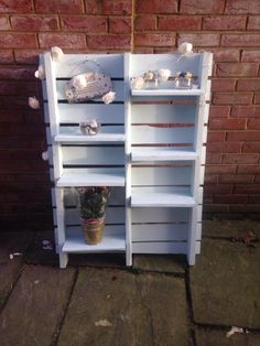 Useful and nice outdoor shelvin unit #pallets #upcycling