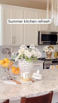 Table Centerpieces For Home, Home Decor Vases, Home Decor Furniture, Kitchen Countertop Decor, White Kitchen Cabinets, Home Decor Kitchen, Big Living Rooms, Budget Home Decorating, Modern Kitchen Design