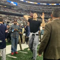 The @laclippers are in the house for #WASvsDAL! @blakegriffin32 can sling it! 👀