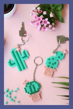{DIY Challenge Perlen & Metall} Kaktus-Schlüsselanhänger mit Bügelperlen to sell работы main Homemade Jewelry Cleaner, Diy Keychain, Challenge, Hama Beads, Diy Crafts To Sell, Craft Projects, Metal Projects, Crochet Earrings, Handmade