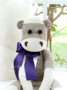 Hipopótamo calcetín mono muñeca, Hippo, Hippopotamus muñeca.  ~ * ~ Importante ~ * ~ Producción de juguetes de alta calidad que sostener años de amor y jugar es mi prioridad. Muñecos de calcetín mono Bizz están diseñados para ser más muñeca-como, al igual que el torso de otras muñecas del estilo de 18 pulgadas. Debido a la naturaleza del trabajo con calcetines, relleno extra se necesita para llenar el cuerpo de la muñeca, específicamente la cabeza, brazos, piernas y cola. Cuando se utiliza…