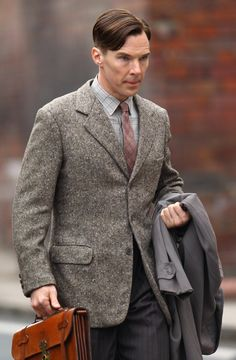 Benedict Cumberbatch in 1940s clothing. Love the textures and patterns!