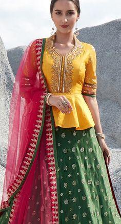 Party Wear Indian Dresses, Designer Party Wear Dresses, Indian Fashion Dresses, Dress Indian Style, Indian Designer Outfits, Designer Wear, Long Dress Design, Stylish Dress Designs, Fancy Blouse Designs