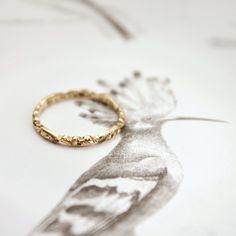 Image of 18ct gold 2mm floral carved