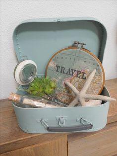 Oude koffertje geverfd en daar wat leuke spulletjes in gestopt..