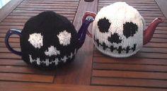 Free Knitting Pattern - Cozies: Skull Tea Cosy