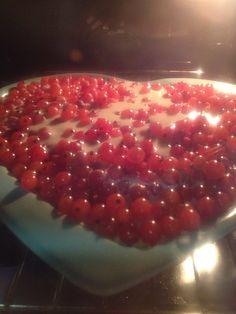 Herukkapiirakka Cake Recipes, Strawberry, Fish, Baking, Fruit, Photos, Dump Cake Recipes, Pictures, Patisserie