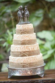 Burlap Inspired Wedding Cake / http://www.deerpearlflowers.com/rustic-country-burlap-wedding-cakes/2/