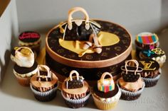 If you love designer handbags as much as I do, then you will absolutely adore these Louis Vuitton cake and cupcakes. Great for birthdays and showers, this cake ensemble has a round hatbox in the middle with purse and shoes on top, and LV cupcakes surroun Cupcake Kunst, Cupcake Art, Cupcake Cakes, Cupcake Ideas, Bolo Chanel, Chanel Cake, Beautiful Cakes, Amazing Cakes, Louis Vuitton Cake