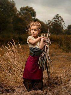 Melbourne-based photographer Bill Gekas makes beautiful portraits of his daughter, posing in the scenes of the classic paintings by artists like Caravaggio, Vermeer, Rembrandt, Raphael or Velazquez. Children Photography, Portrait Photography, Classic Photography, Inspiring Photography, Stunning Photography, Digital Photography, Photography Ideas, Field Day, Tim Walker