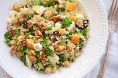Proteínas, fibra y minerales son apenas algunos de los beneficios que contiene la quinoa. Y a eso, le agrega la ausencia de gluten. Pero ese es sólo el comienzo de la nutrida lista de beneficios que...