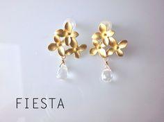 花とクリスタルの一雫 ピアス by fiesta アクセサリー ピアス